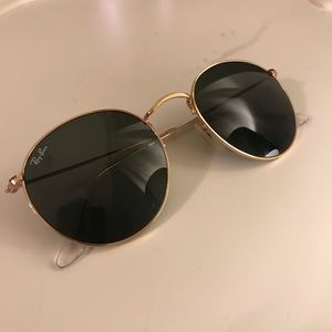 Round gold metal ray bans